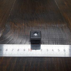 Заглушка пластиковая для квадратной трубы 20х20 с резьбой М6 под регулируемую стойку