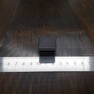 Заглушка пластиковая для квадратной трубы 25х25