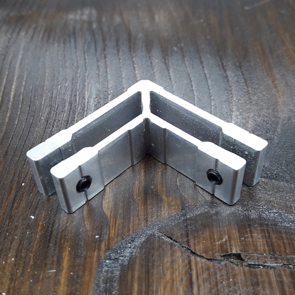 соединитель угловой для трубы 15х15