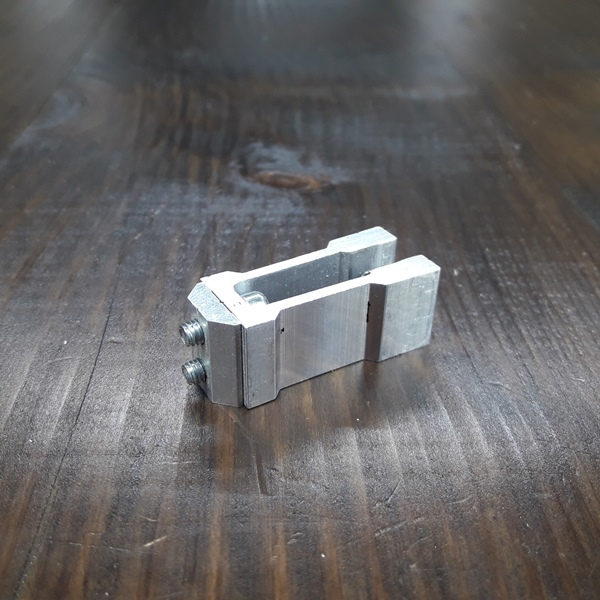 соединительное крепление алюминиевой трубы 20х20х2