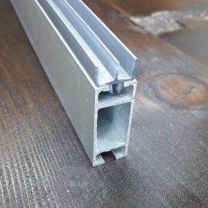 Ш-образная направляющая для торгового профиля, пластиковый серый