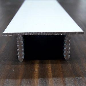 Торцевой профиль для сборки дверного полотна