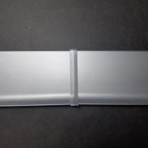 З'єднання пластикове для алюмінієвого плінтуса 60-80мм.