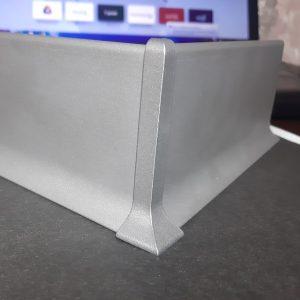 Заглушка алюмінієва для плінтуса 40-60-70-80-100мм. Кут зовнішній. Анод срібло і під фарбування.
