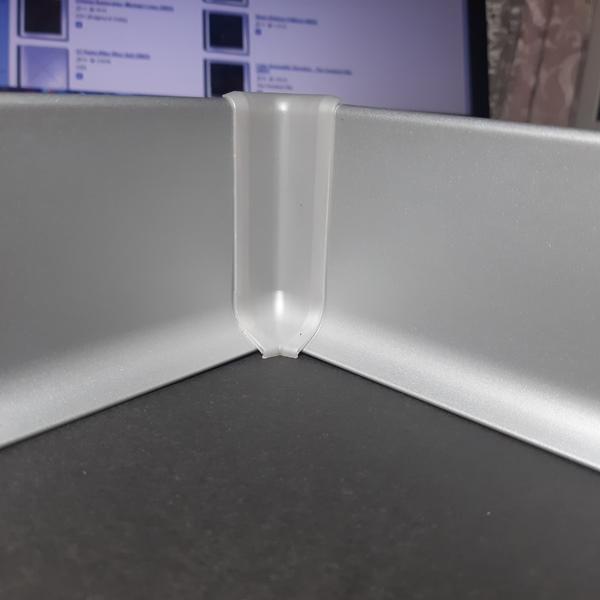 угол внутренний пластиковый для алюминиевого плинтуса