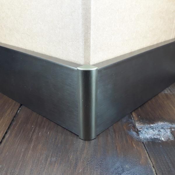 угол наружный для плинтуса 60мм и 78мм алюминиевое+пластиковая база