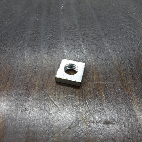 Гайка квадратна М4