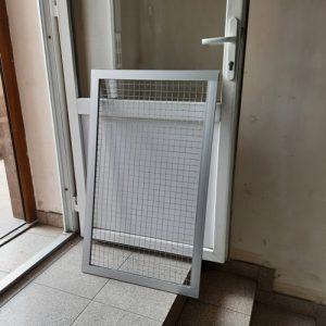 Дверцята з алюмінієвої рамки з сіткою