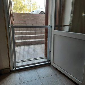 Захисна рамка (знімна) на металопластикове вікно
